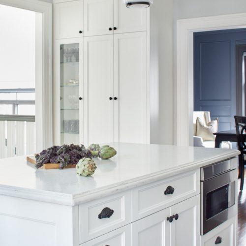 historic toronto home - black and white kitchen - transitional kitchen - quartz countertops - glass cabinet fronts - custom millwork - linda mazur design toronto designer