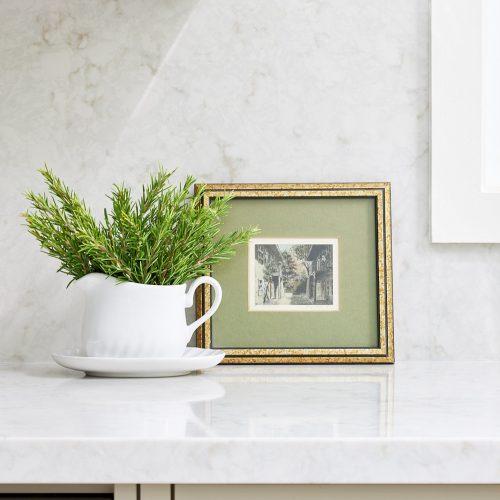 quartz countertops - custom kitchen - quartz backsplash - pretty kitchen display - linda mazur design toronto designer