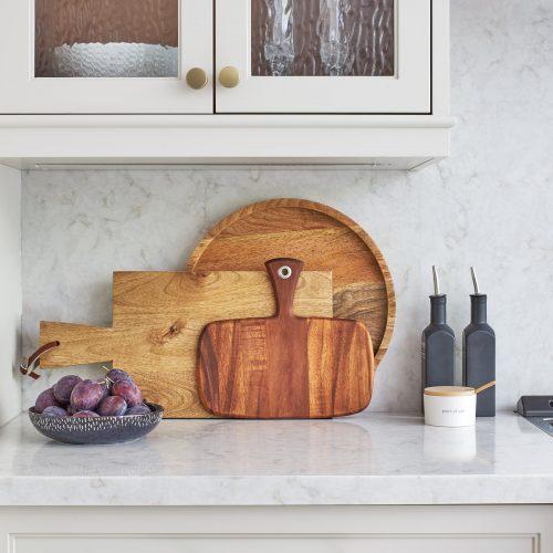 mississauga custom kitchen renovation - transitional kitchen - glass cabinet door fronts - quartz counter and backsplash - linda mazur design toronto designer